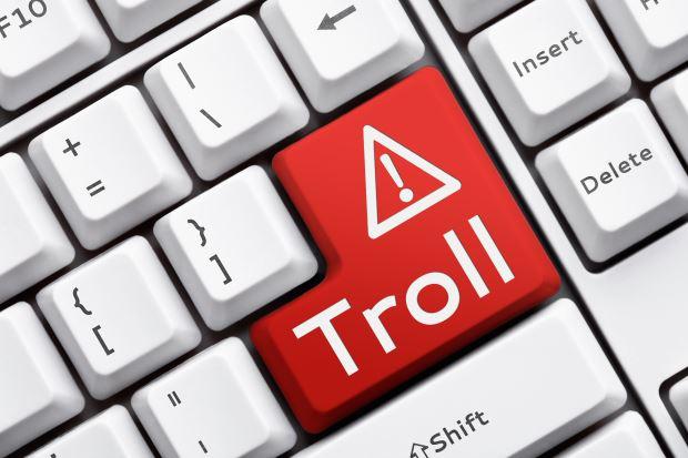 trolls en las redes sociales