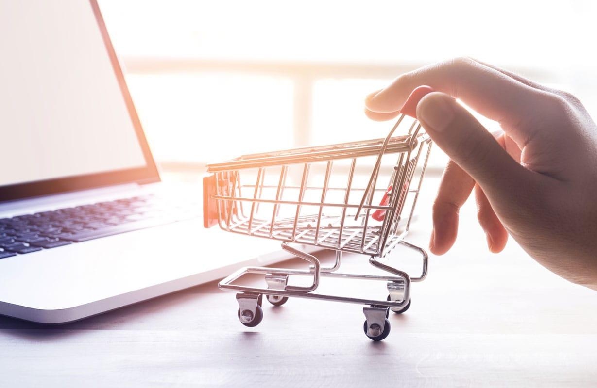 consultoria ecommerce conocer proceso de compra carrito de compra con ordenador